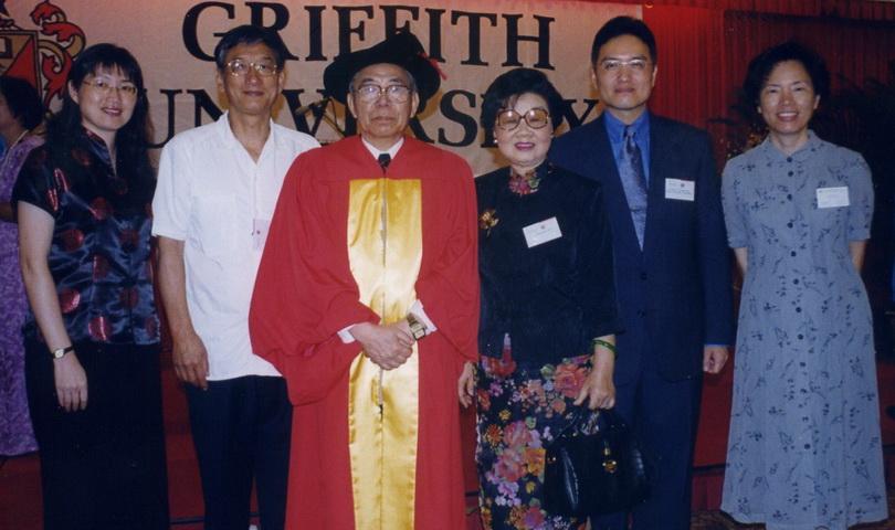 2001李亦園董事長獲頒澳洲格里菲斯大學榮譽博士學位